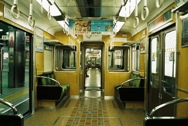 ガラガラの電車内