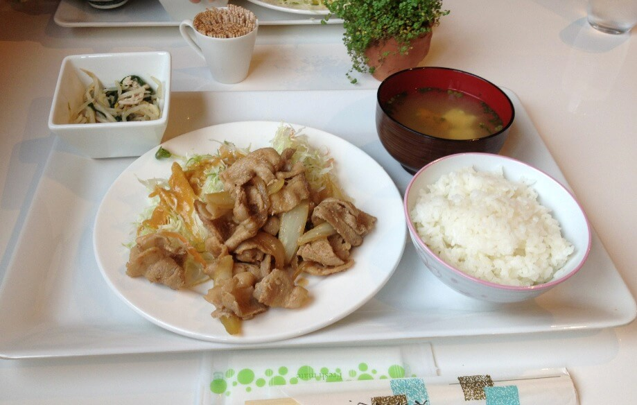 コンテナカフェ日向の生姜焼き