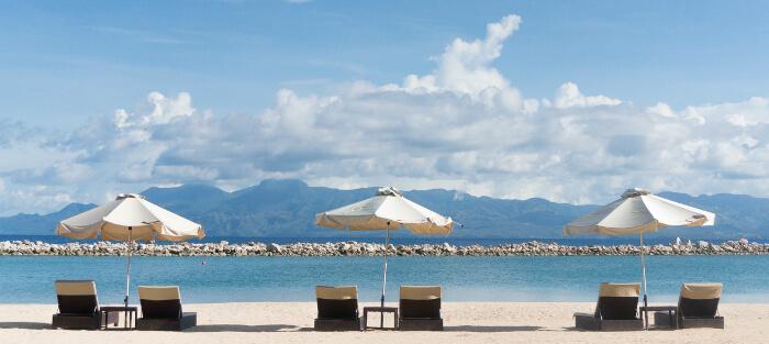 休日に南の島でリラックスしている風景
