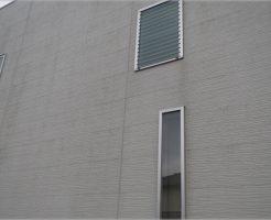 掃除前の汚れた外壁