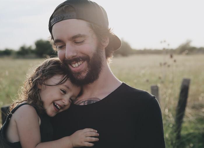 仲のいい親子の写真