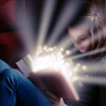 魔法の本を読んでいる少女