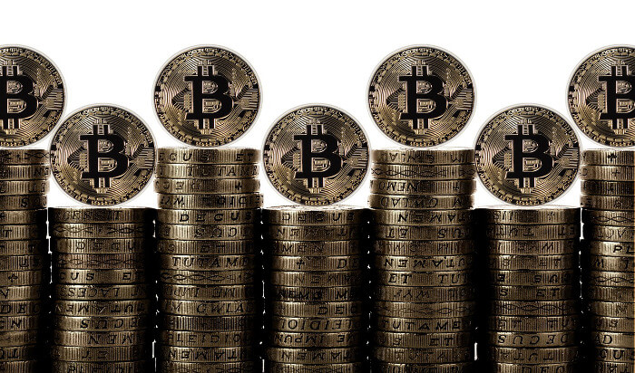 積み上げたビットコイン