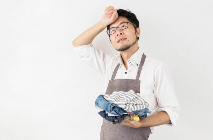 洗濯を頑張っている主夫