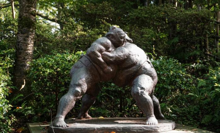 お相撲さんの銅像